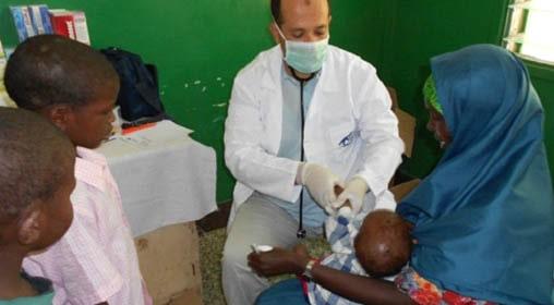Hizmet volunteers in Somalia administer malaria vaccines.