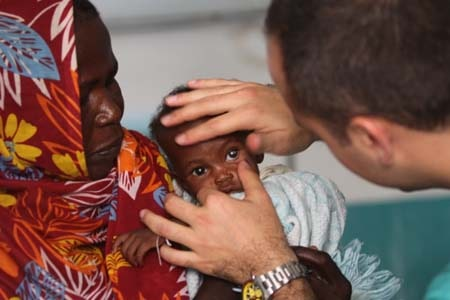 Hizmet volunteers treat cataract patients in Darfur.